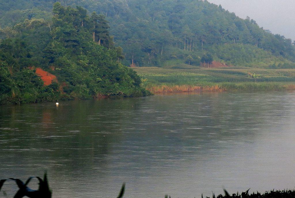 Den Roten Fluß entlang